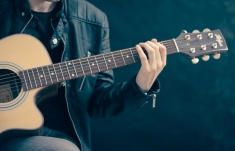 Um cantinho, um violão